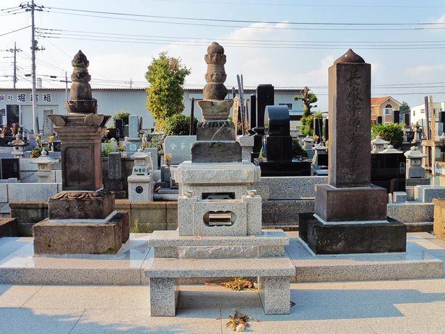 那波宗広の墓(中央)(泉龍寺)