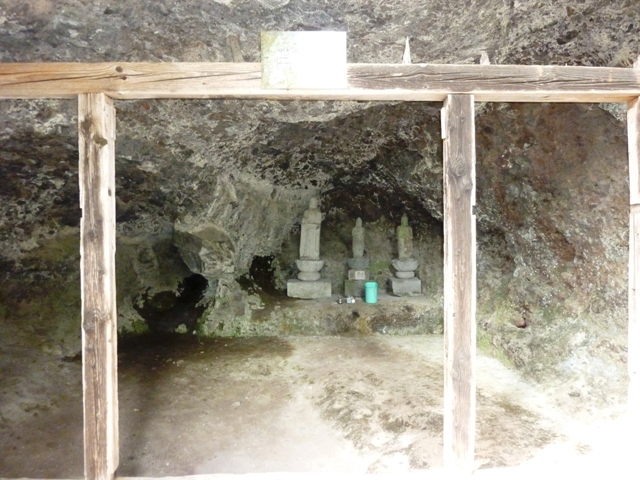 仙人窟の石仏(東吾妻町)