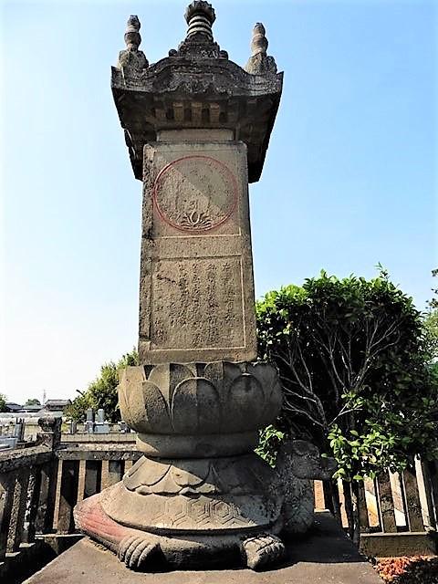 安勝寺の金亀宝篋印塔