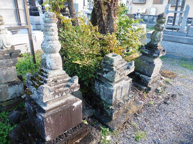 旧常楽寺の石塔群3