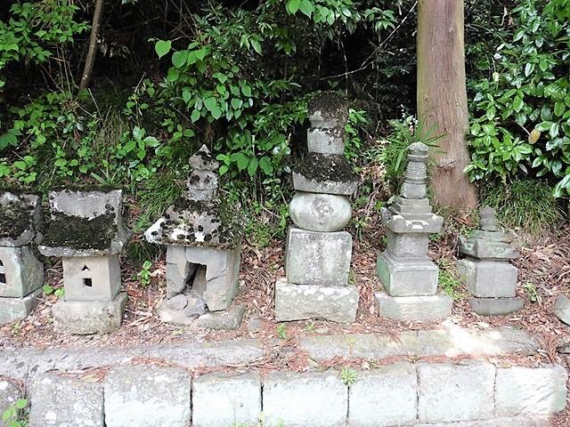 今成氏祖先の墓(千音寺跡)