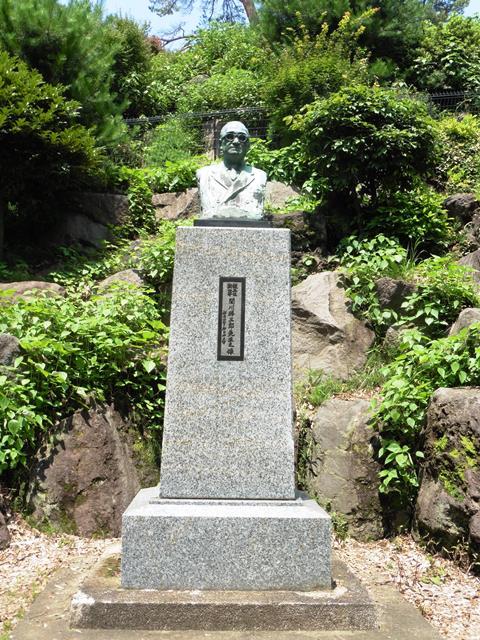 関川勝三郎