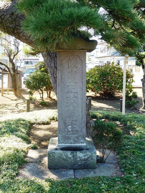 富岡秀信の供養塔(龍泉院)