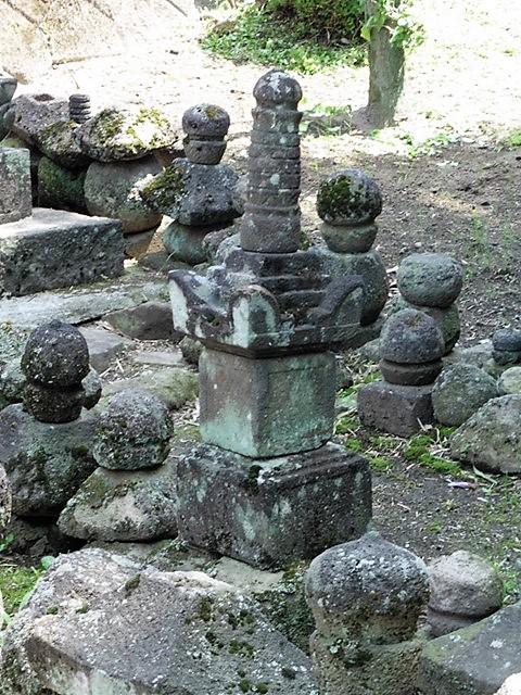 井上家墓地の宝篋印塔