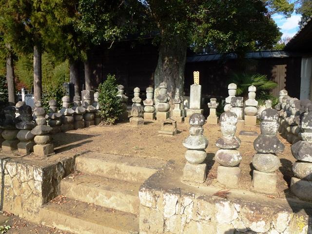 矢場氏墓石群(恵林寺)