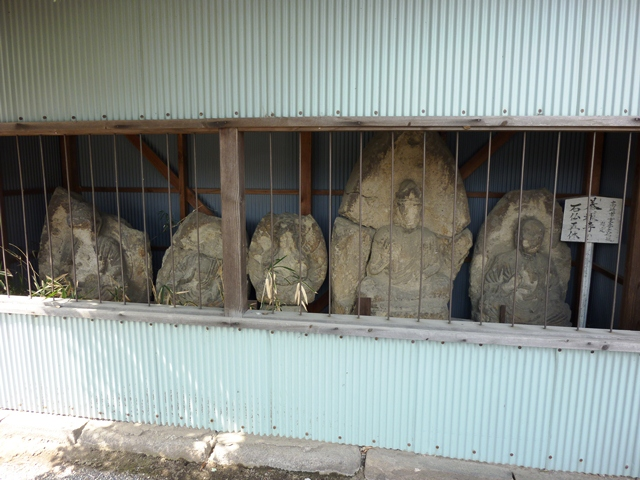 養報寺の石仏群