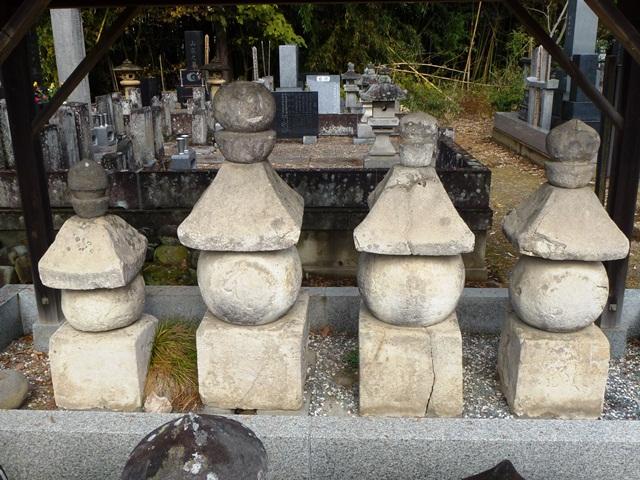 浄光寺の五輪塔群