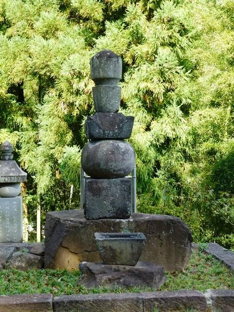 由良成繁の墓(鳳仙寺)