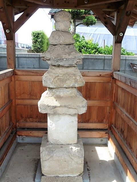 間野谷の石造層塔(伊勢崎市)