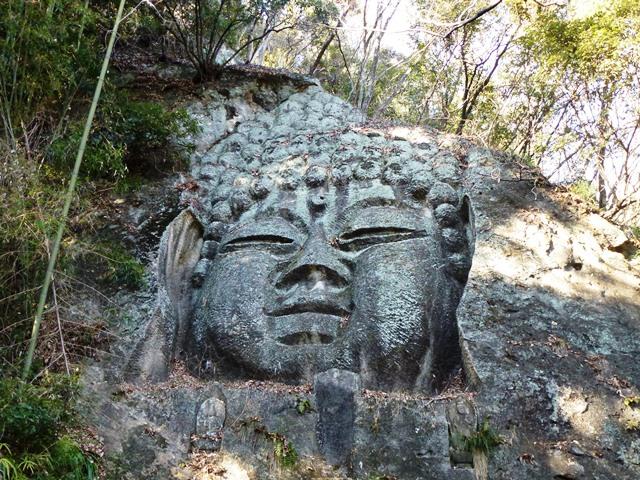 長厳寺の磨崖仏