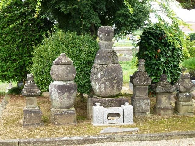 大胡太郎(藤原重俊)の墓(長善寺)