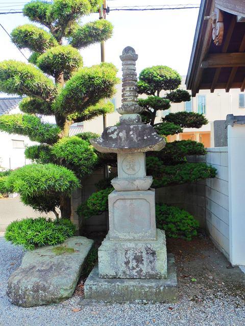 十輪寺の宝篋印塔