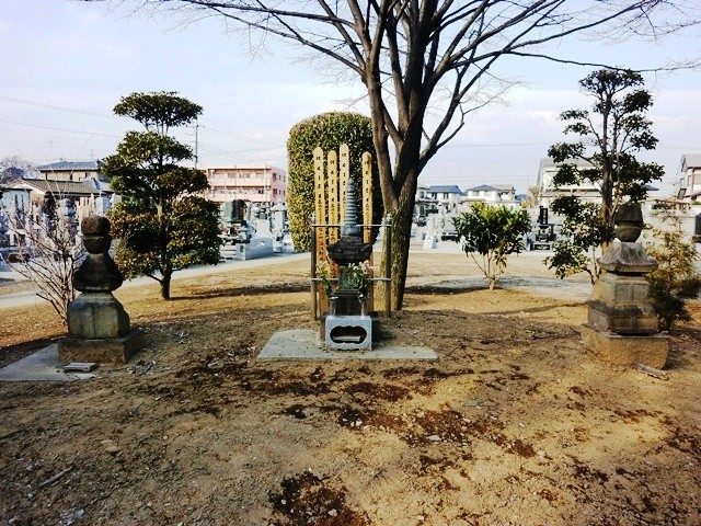 新田義興の墓(威光寺)