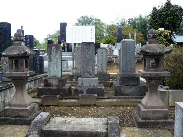 関當義・重嶷父子の墓(同聚院)