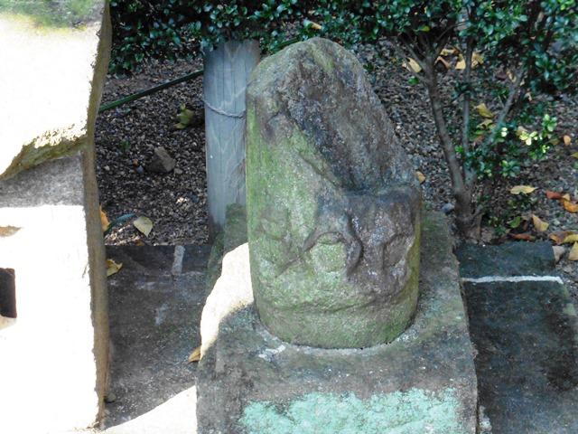 笠欠け三猿塔(前橋熊野神社)