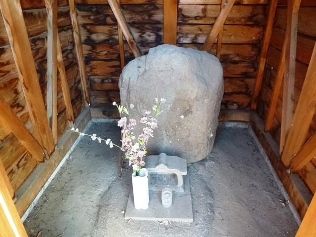 光台寺の線刻地蔵菩薩立像石仏