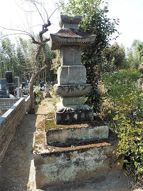 普賢寺の宝篋印塔