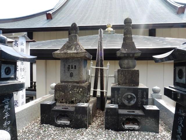 長野吉業の墓(右)(善龍寺)