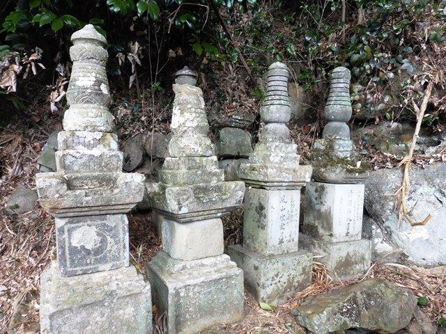 小幡氏累代の墓2(興厳寺)