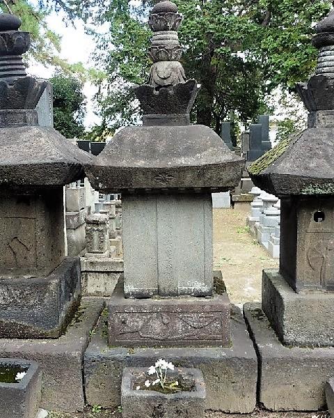 高須隼人の墓(正幸寺)