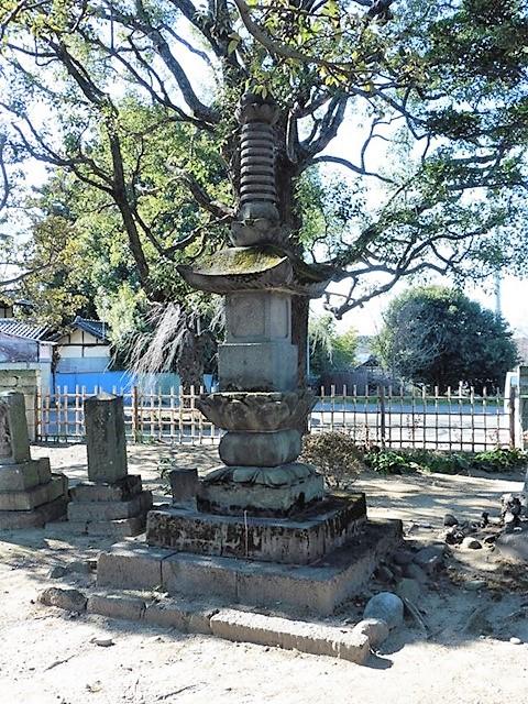 円福寺の宝篋印塔
