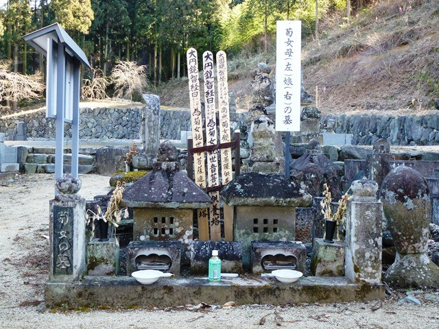 菊女の墓(宝積寺)