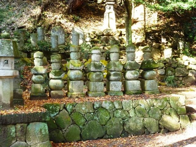 由良氏累代の墓(金龍寺)