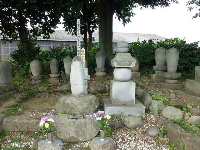 上泉信綱の墓(西林寺)