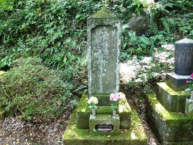 依田政知の墓(長源寺)