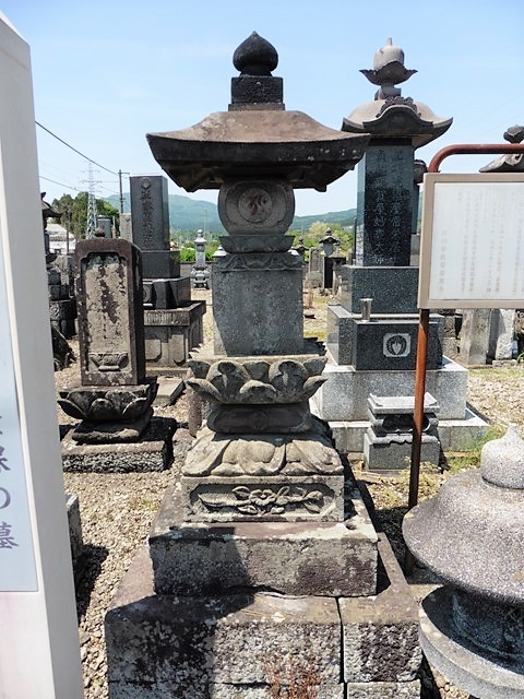 岸豊後守積保の墓(渋川市金井)