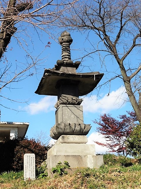 西光寺の宝塔
