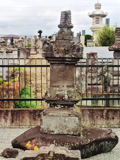 里見義秀の供養塔(金蔵寺)