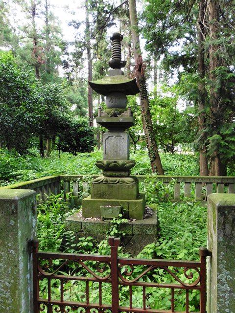 岩松守純・豊純 父子の供養塔(長楽寺)