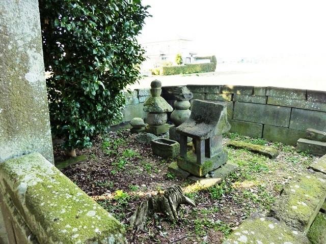 伝・源義国の墓(義国神社)