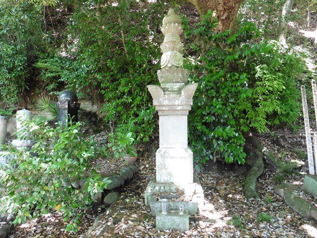 井伊直好の正室・長生院の墓(桂昌寺)