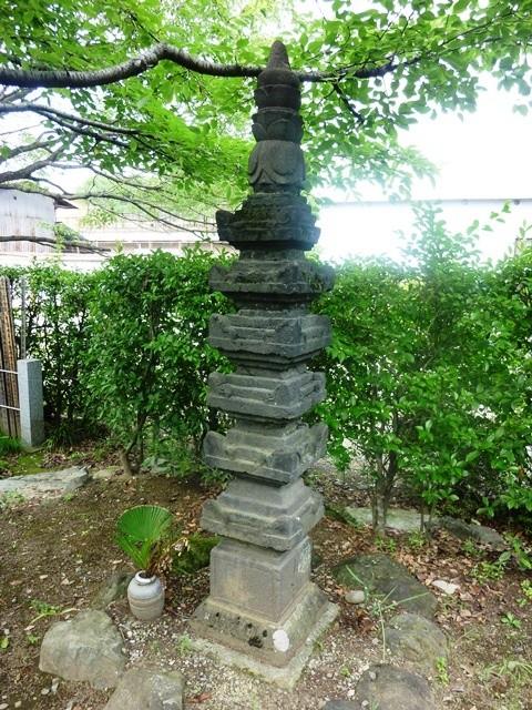 伝・静御前の墓(養行寺)