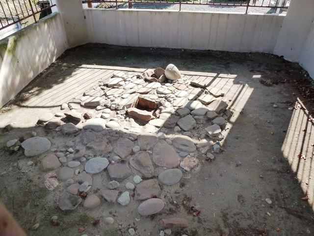 中原生品神社敷石住居跡