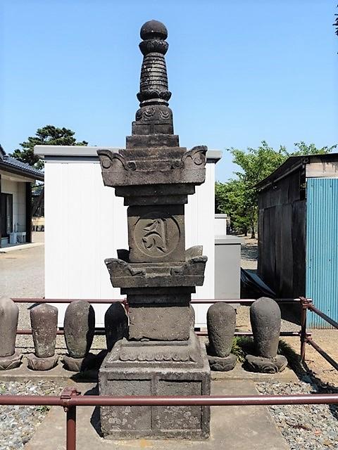 明徳元年銘の宝篋印塔
