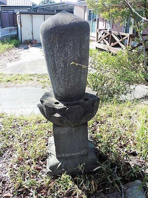 木喰覚海上人(伝・足利義輝の孫)の墓(光源院)