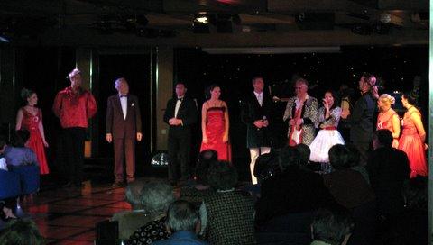 """Showfinale an Bord der MS Albatros, der """"weißen Lady"""""""