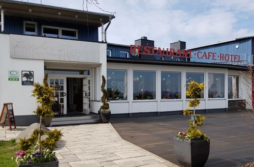 Hotel Peterchens Mondfahrt - Wasserkuppe, zeigt künstlerische Arbeiten von Silvennoinen.