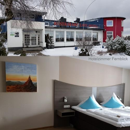 Monotypie - Ölfarbe auf XL-Leinwand  80 cm x 80 cm- Im Hotelzimmer Fernblick