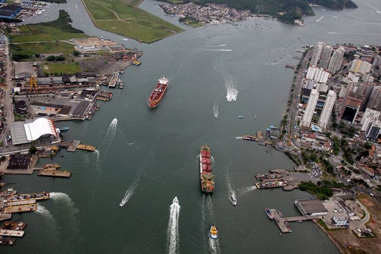 La lejanía del puerto de Buenos Aires genera sobrecostos Fuente: La Nación