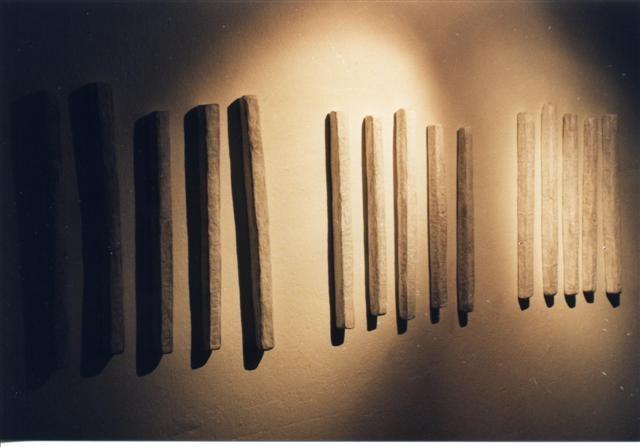 Die Zeit vergeht von Tag zu Tag beinahe unmerklich schneller - Papierobjekt von Heike Marianne Liwa 1998