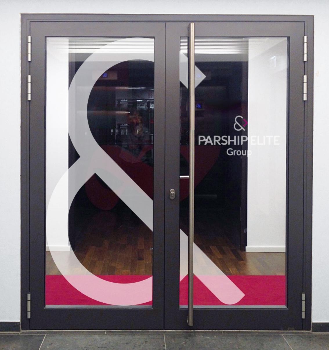 Parship & Elite Group div. Türen, Wandtatoos, Glasmattierung