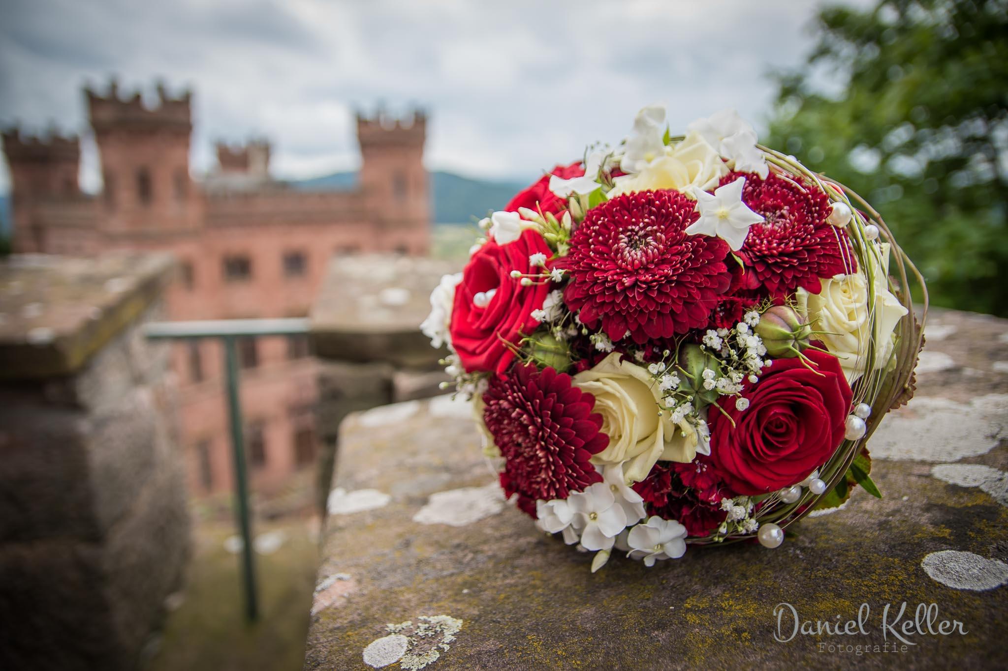 Hochzeitsfotograf Offenburg Daniel Keller Hochzeitsstrauß Schloss Ortenberg