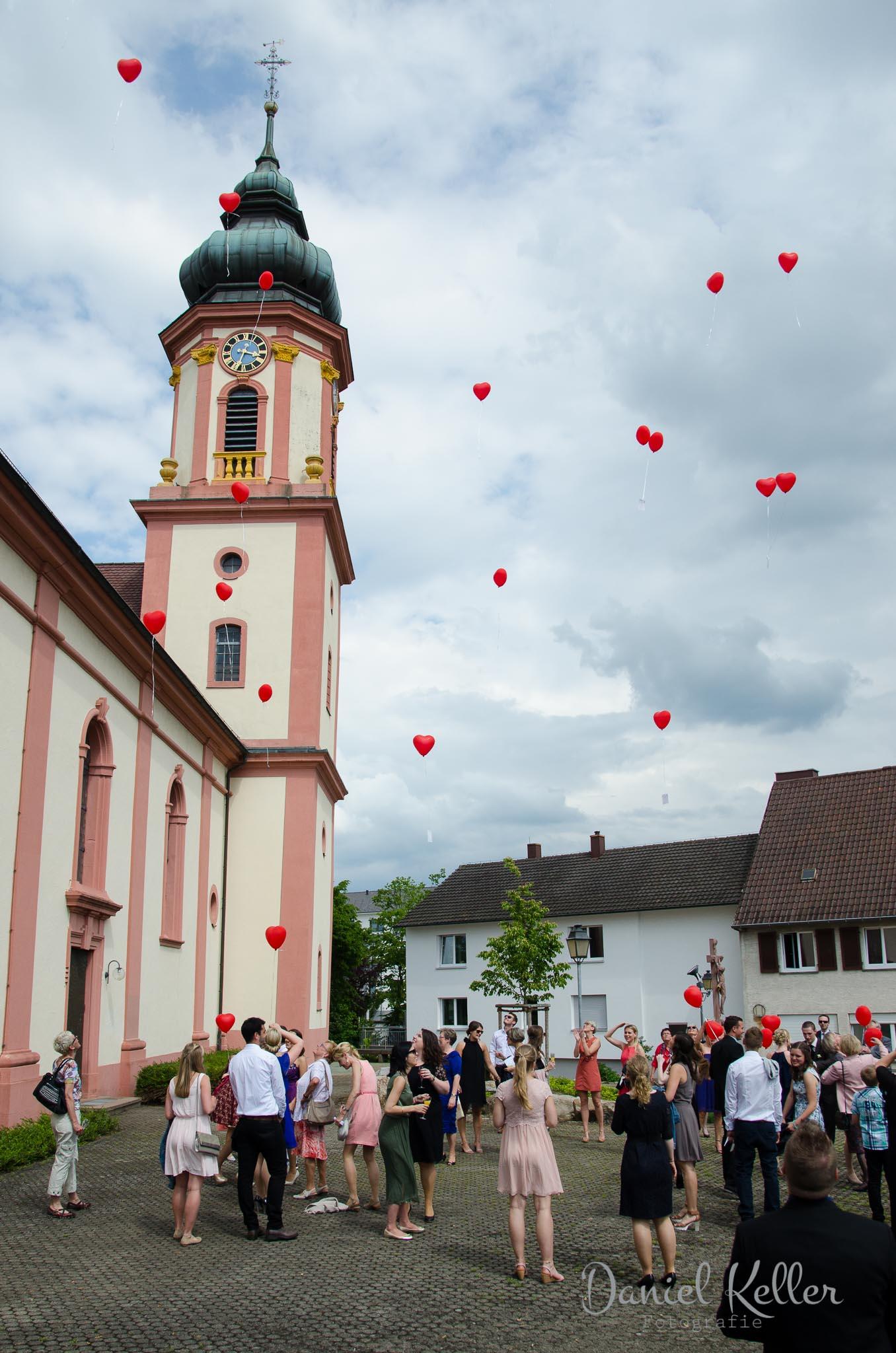 Luftballons Hochzeit katholische Kirche St. Michael Appenweier