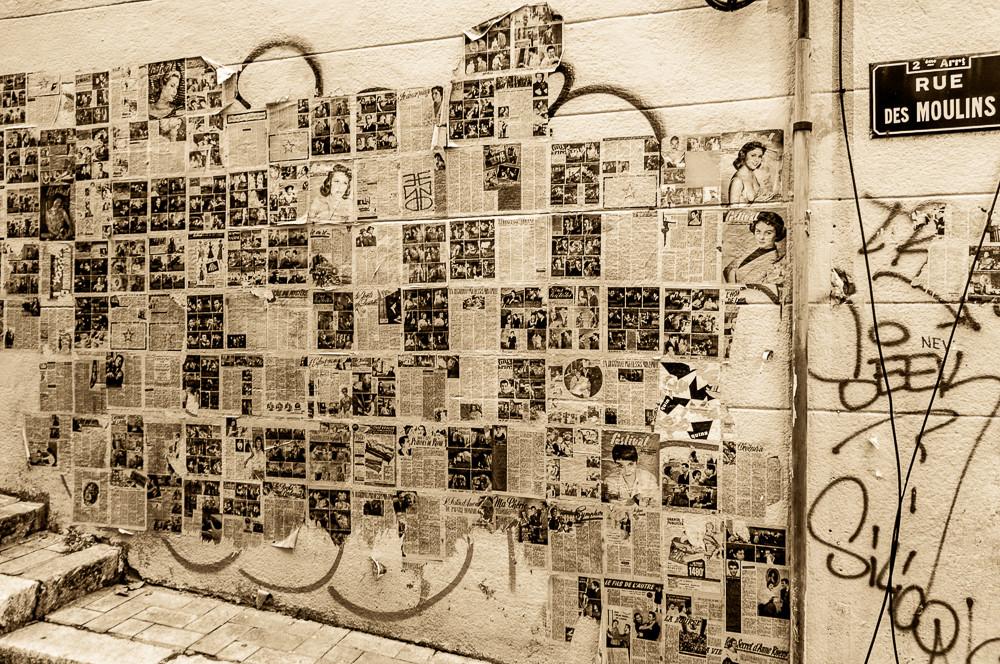 Mur d'affiches dans le Panier