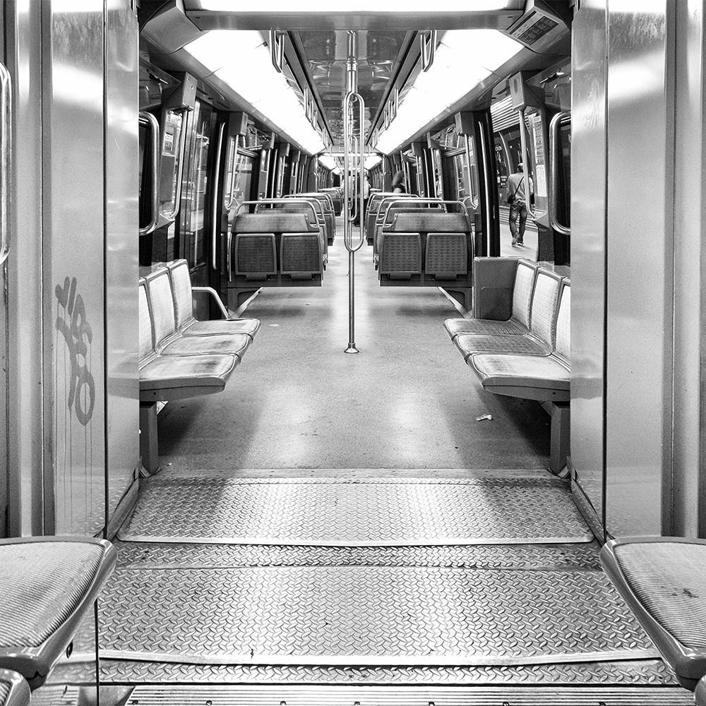Danielle Bonardelle - Les néons du métro montrent le chemin ...