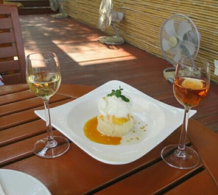 Sticky-Reis mit Mango und da zu den Süßwein.